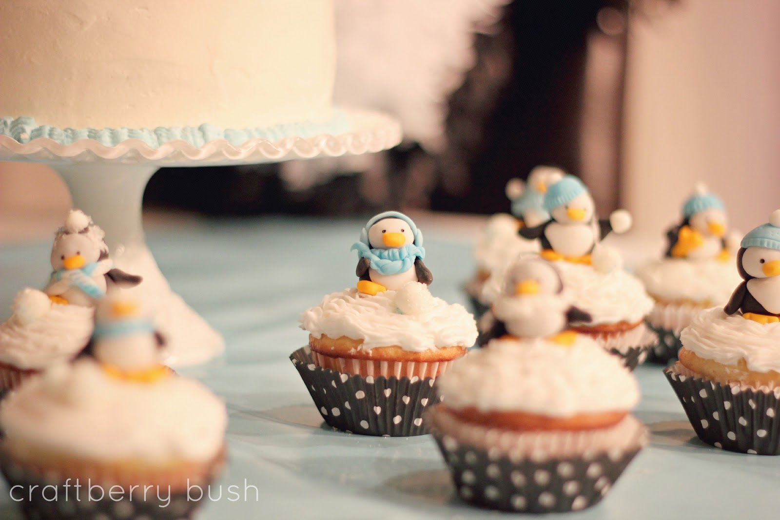 Penguin Eating Cake - ...